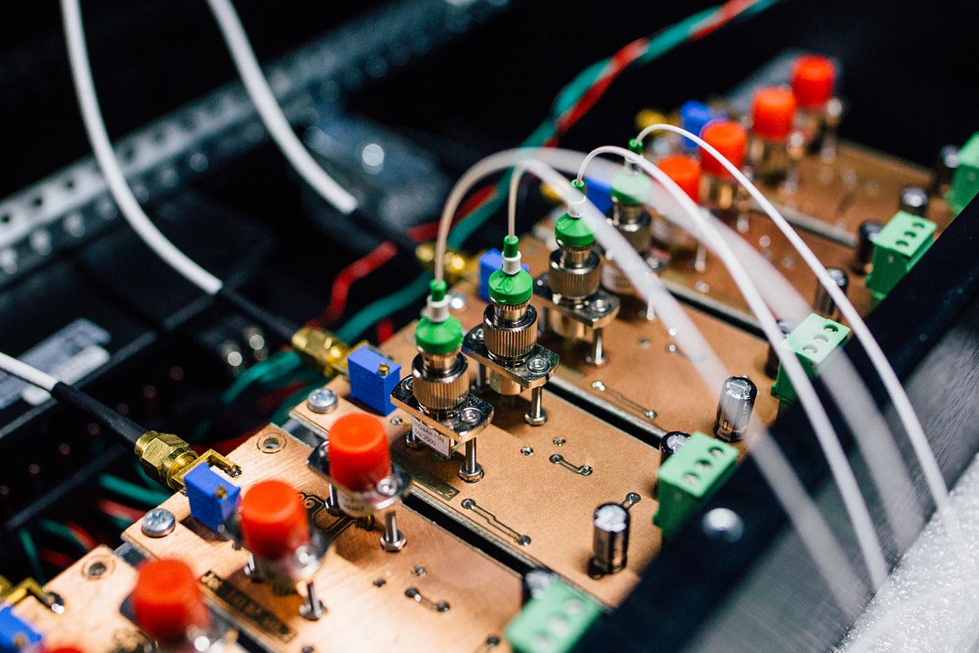 Optical fibres coupled into balanced homodyne detector array.